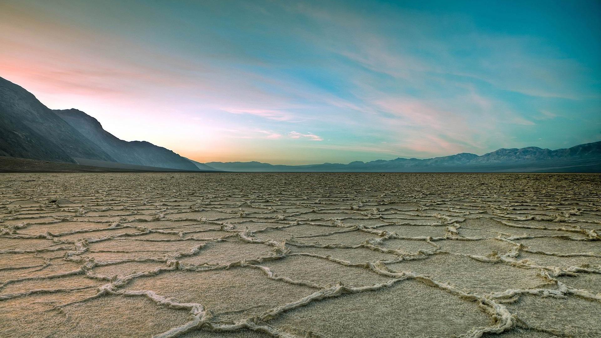 Death_Valley_National_Park-2012_landscape_Featured_Wallpaper_1920x1080.jpg