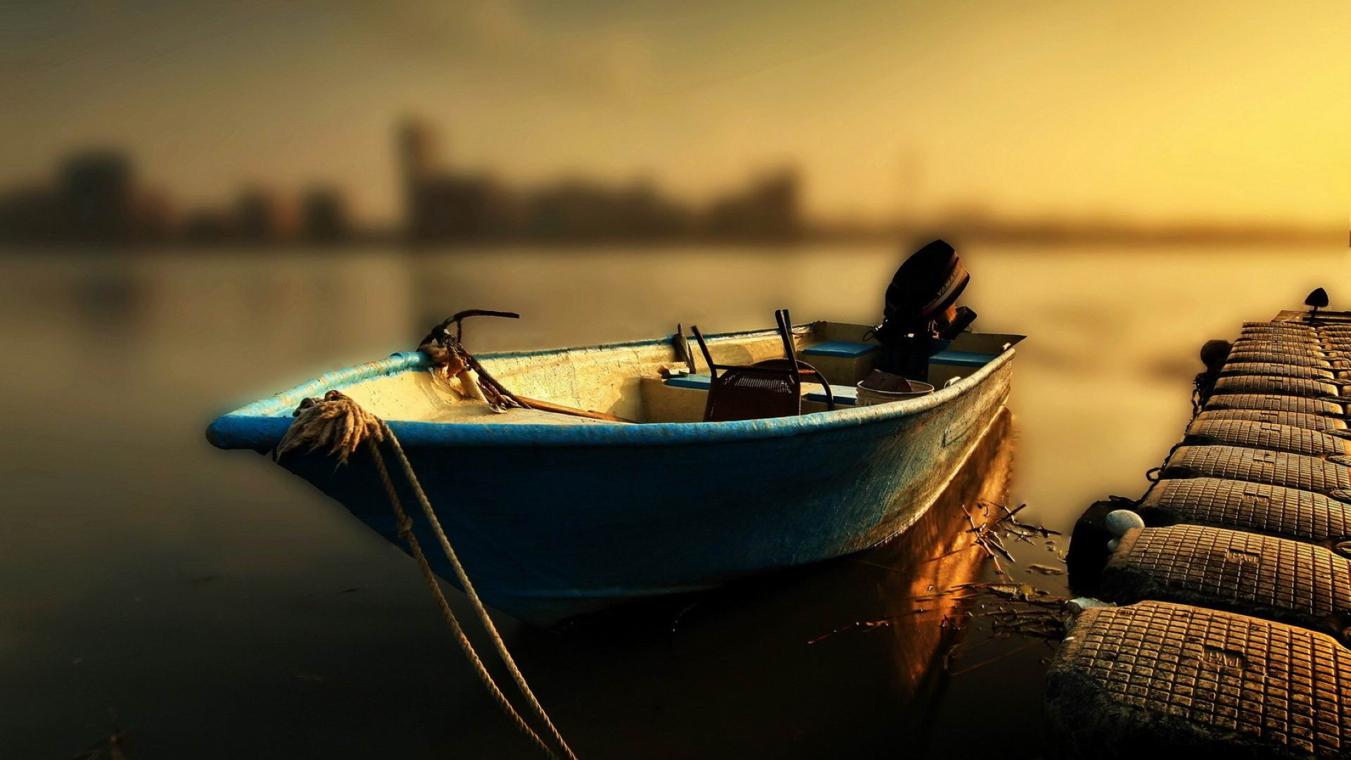 Parked_boat-2012_landscape_Featured_Wallpaper_1920x1080.jpg