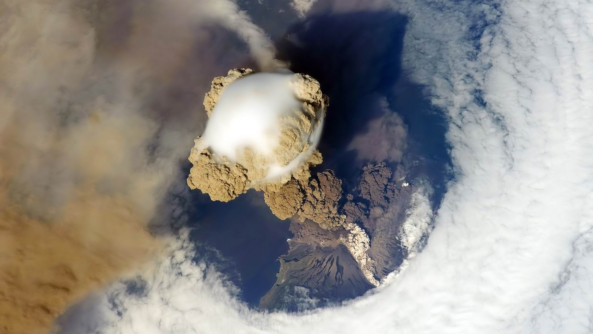 Volcanic_eruption-2012_landscape_Featured_Wallpaper_1920x1080.jpg
