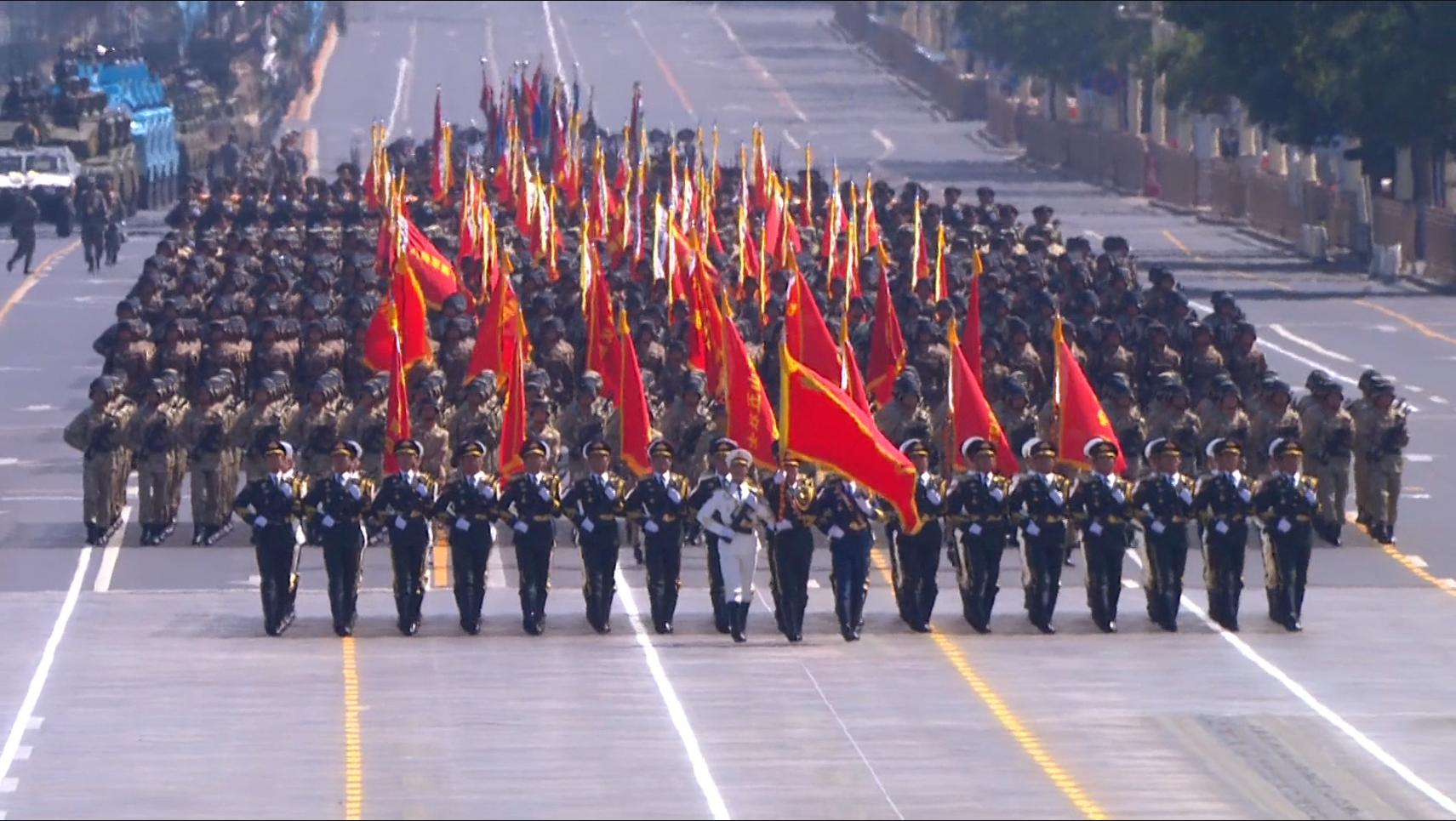 三军仪仗队通过天安门.png