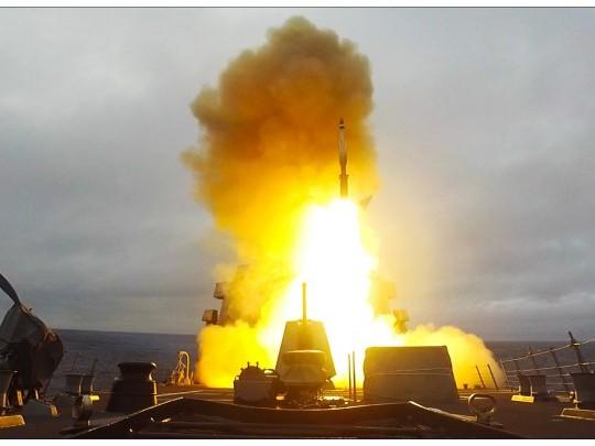美海军携手荷兰护卫舰完成弹道导弹拦截演习